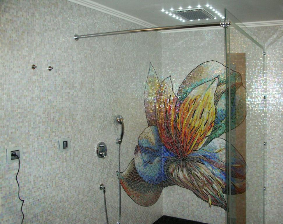 mosaic_shower_bathroom_#mosaicshowerbathroom