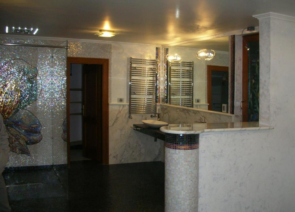 mosaic_bathroom_design_#mosaicbathroom